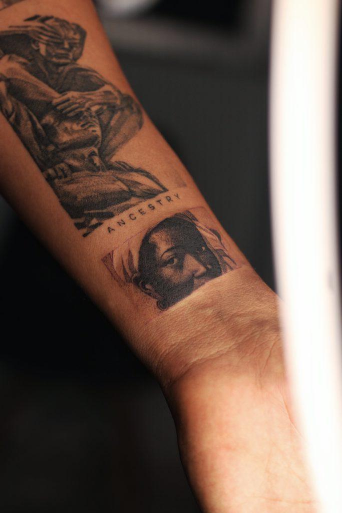 Foto de tatuagem feita por Elton Torrez (@eltontorrez)