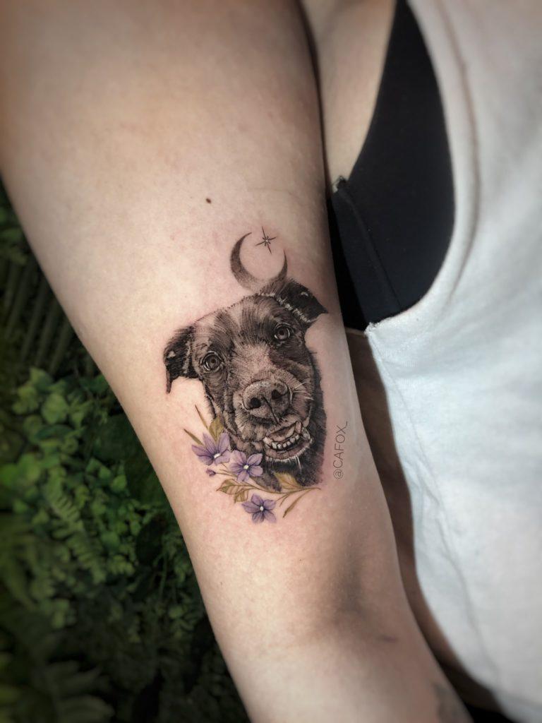 Foto de tatuagem feita por Camila Fox (@cafox_)
