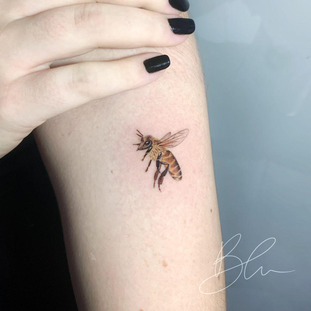 Foto de tatuagem feita por Blu (@blu.tattoo)