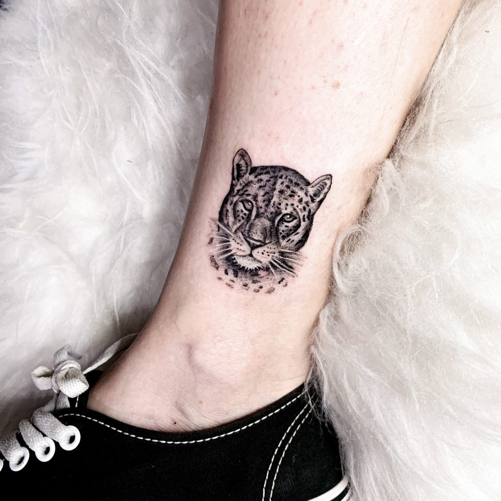 Foto de tatuagem feita por Bruna Schelbauer (@brutatuadora)