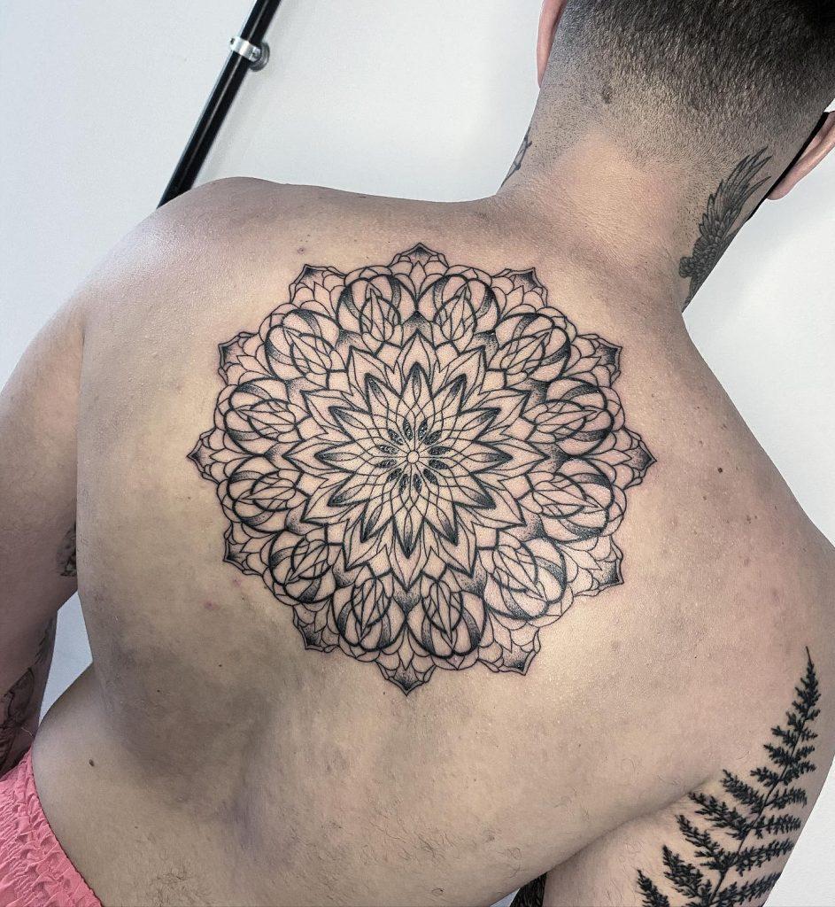 Foto de tatuagem feita por Clow (@clowtattoo)