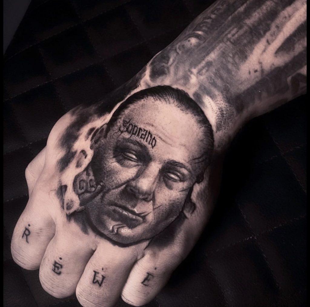 Foto de tatuagem feita por Rafael Tavares (@rafaeltavares.art)