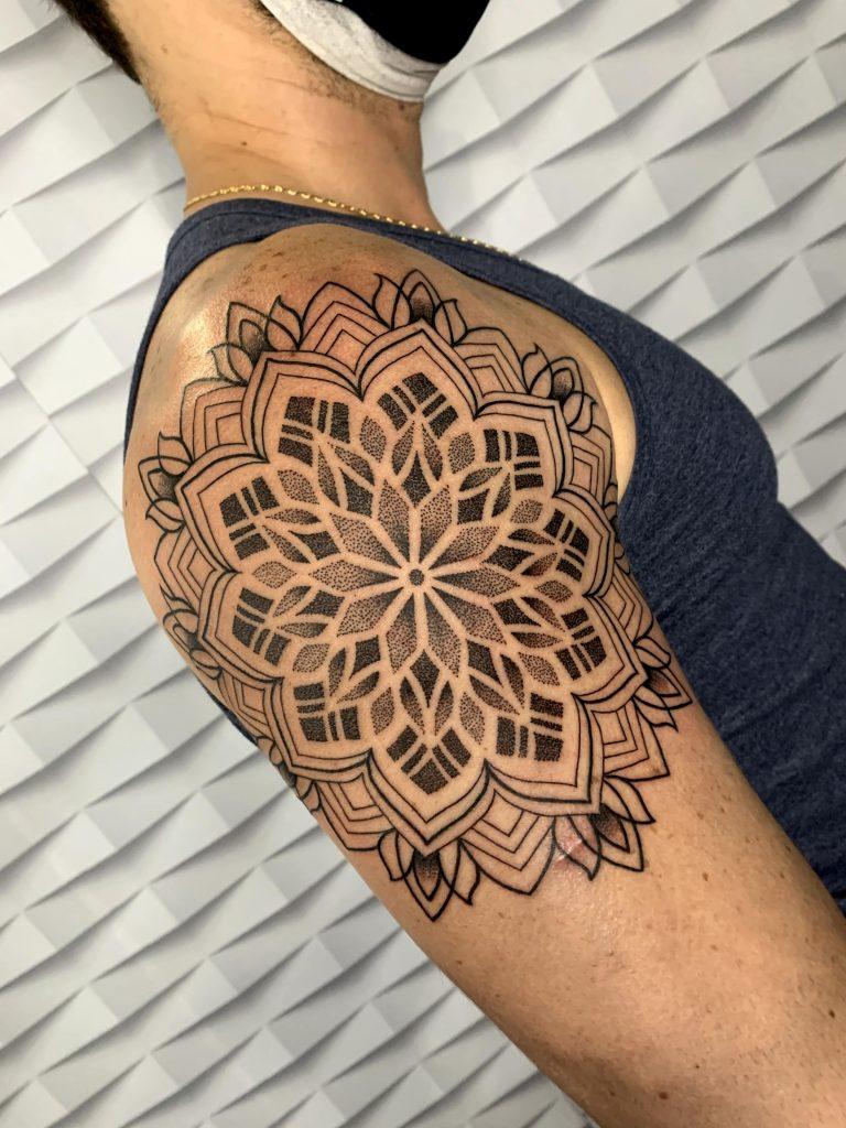 Foto de tatuagem feita por Thaysa Lucena (@thaysatattoo)