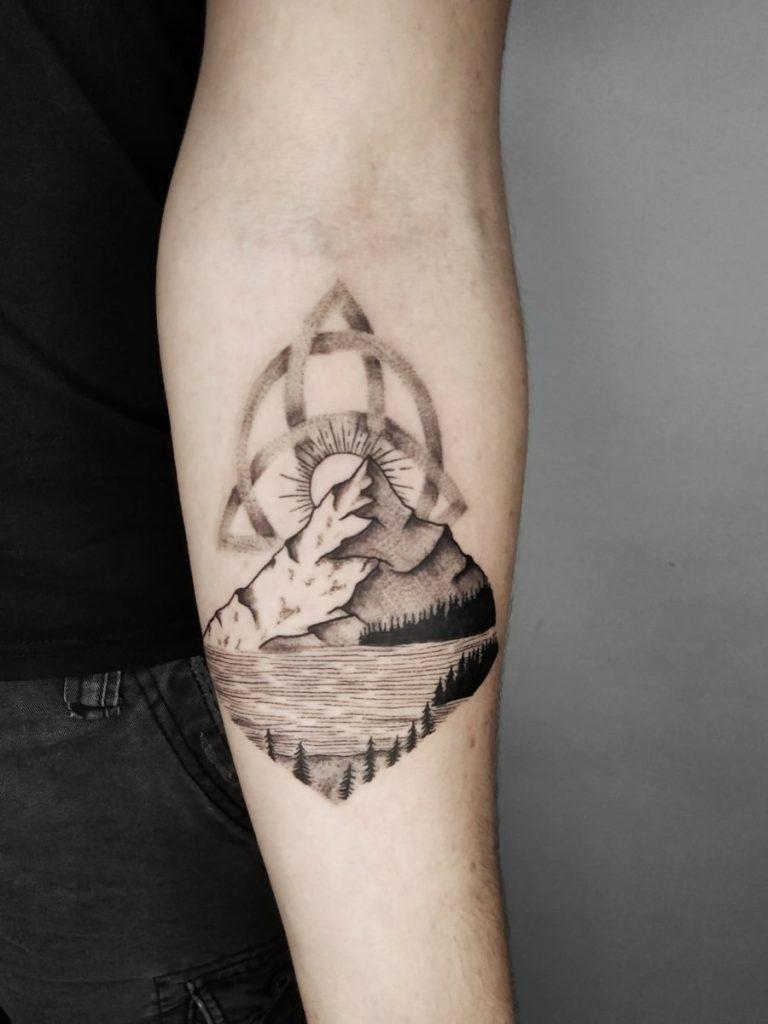 Foto de tatuagem feita por Deborah Insfran (@deeinsfran.tattoo)