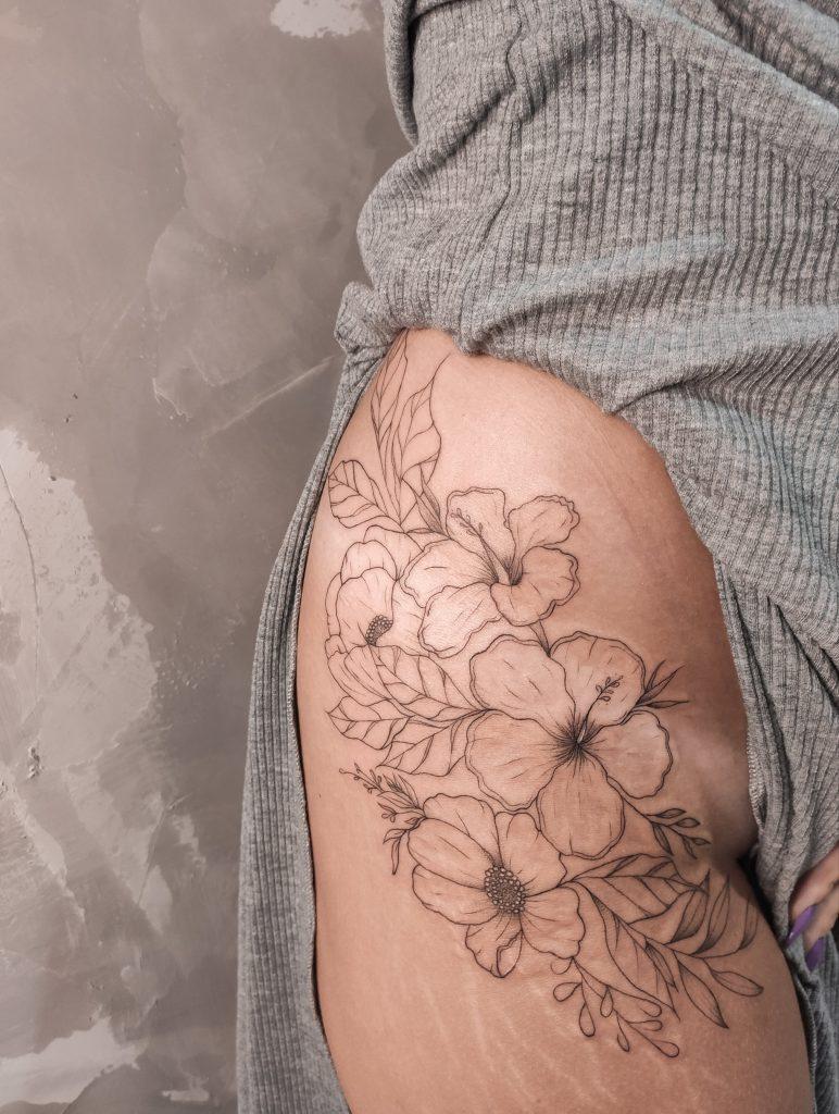 Foto de tatuagem feita por Laryssa Garcez (@garcezarttattoo)