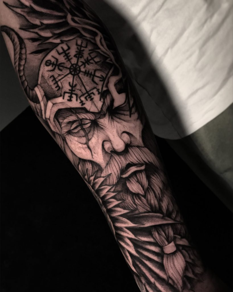 Foto de tatuagem feita por Caio Ribeiro mais conhecido como Foks (@fokscaio)