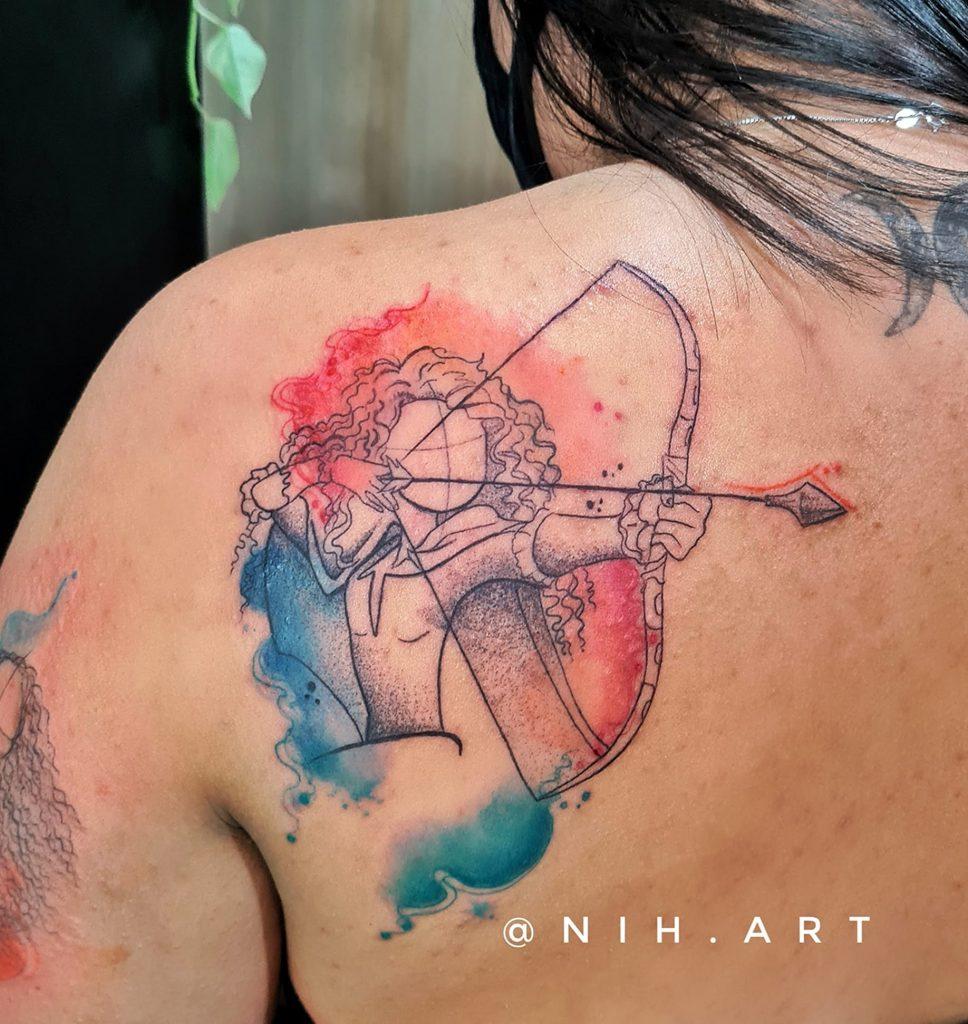 Foto de tatuagem feita por Nih (@nih.art)