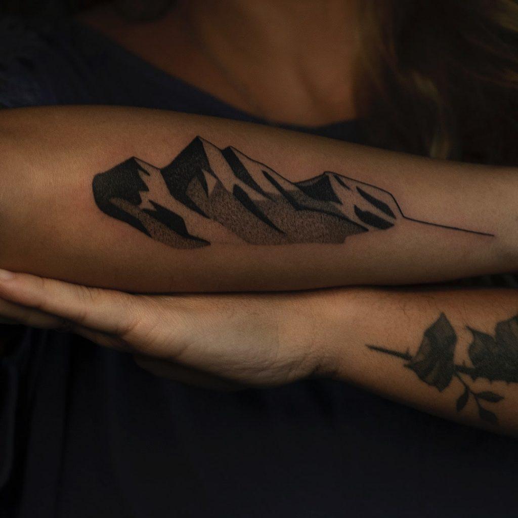 Foto de tatuagem feita por Cris D. Tattoo (@crisdtattoo)