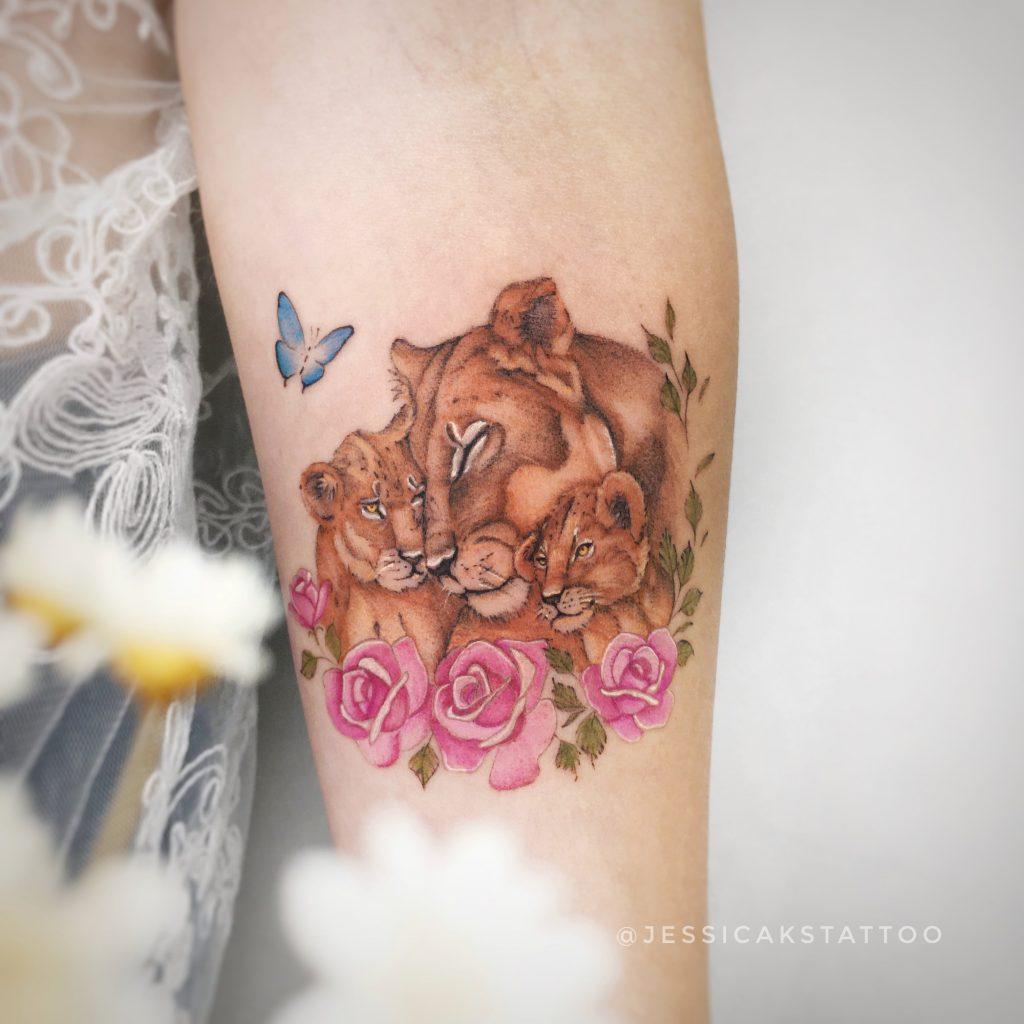 Foto de tatuagem feita por Jéssica Sant'ana (@jessicakstattoo)