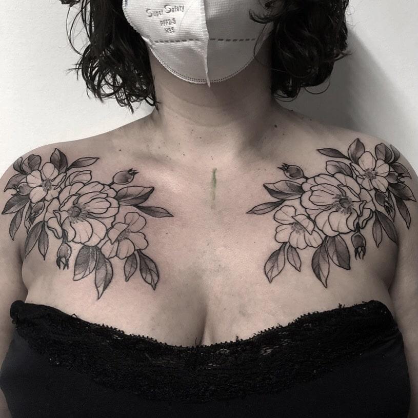 Foto de tatuagem feita por Carolina Marcondes (@venuspandemia)