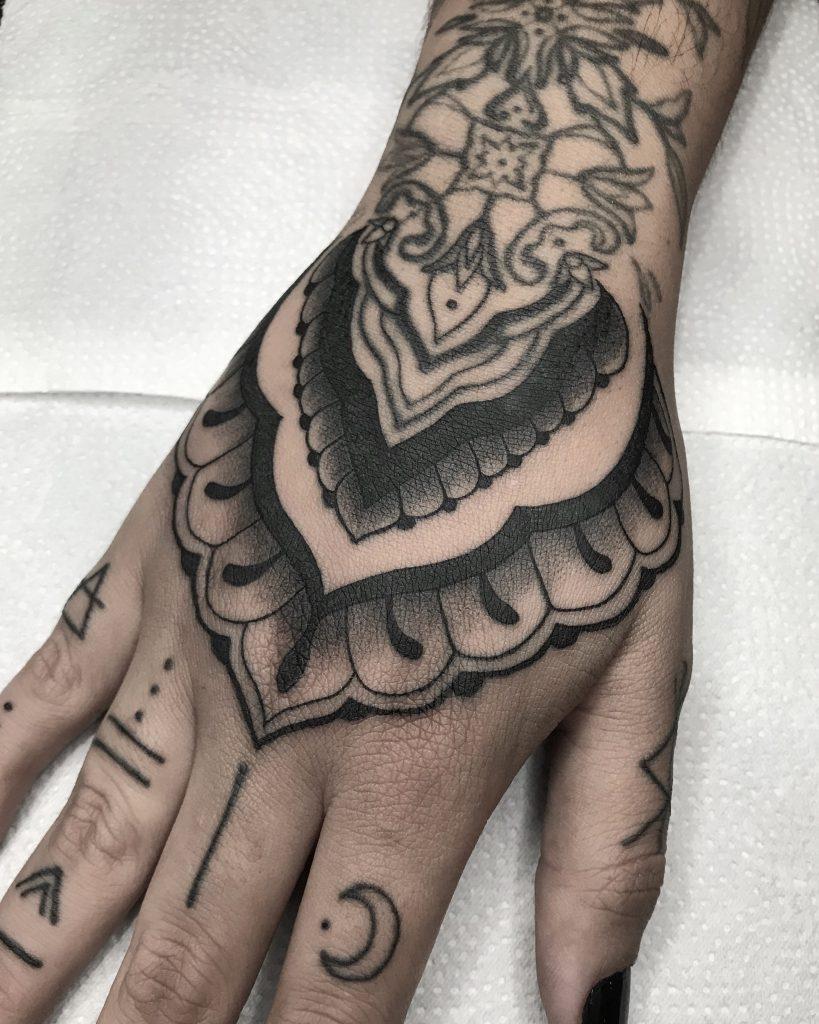 Foto de tatuagem feita por Luana Iannie (@iannietattoo)