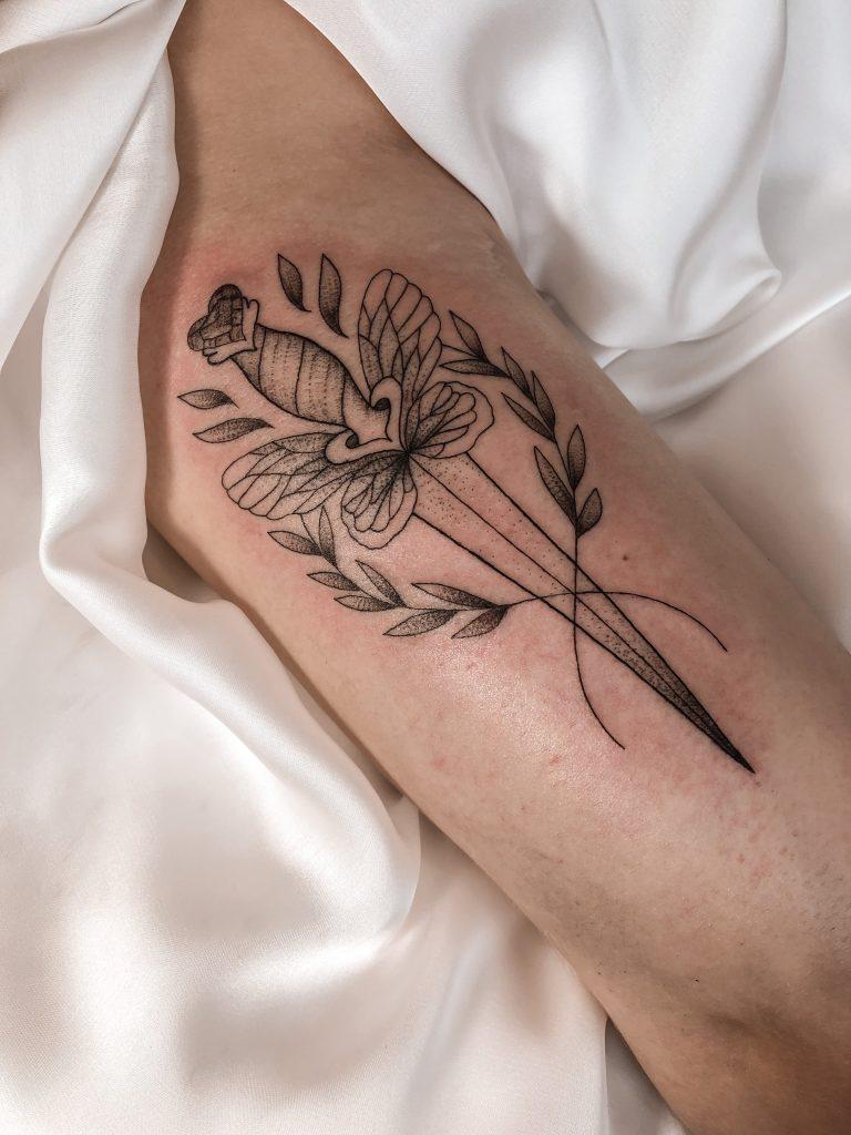 Foto de tatuagem feita por Mari Bruning (@maribruning)