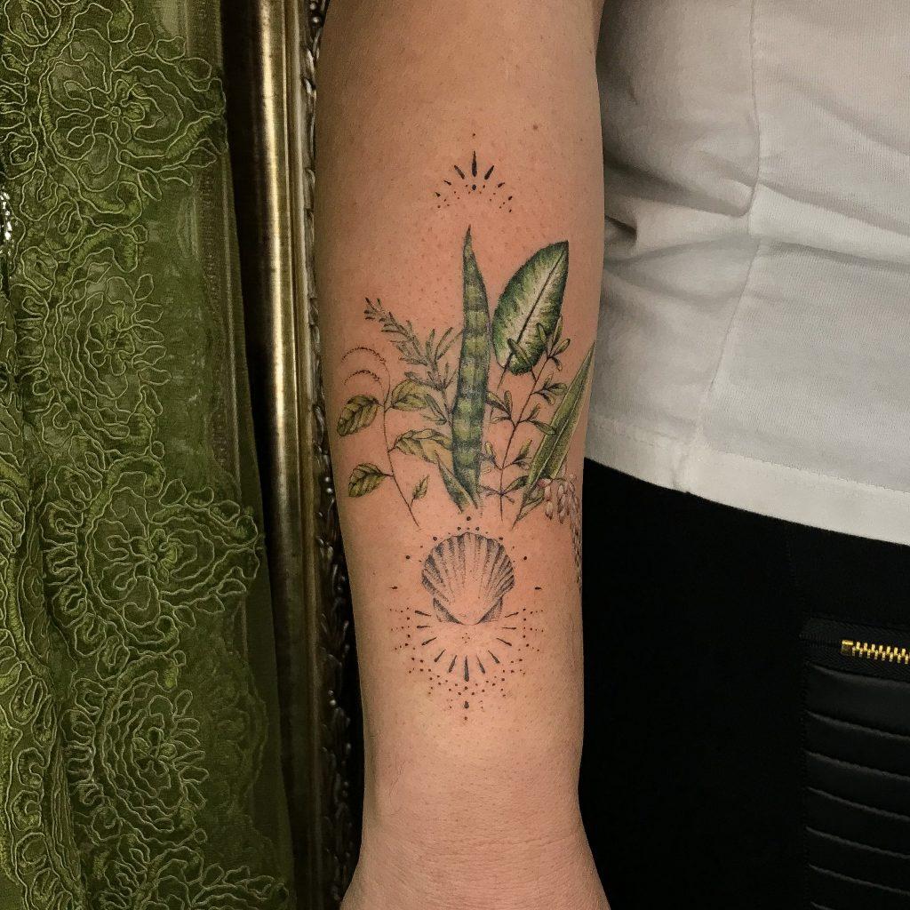 Foto de tatuagem feita por Dilma Nascimento (@dil.botanic.tattoo)