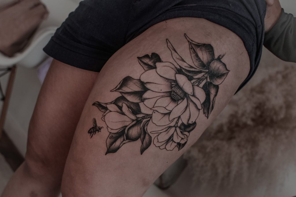 Foto de tatuagem feita por Thais Iensen (@ttthaisttt)